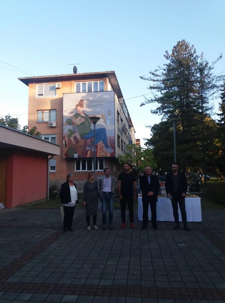"""Inaugurazione del murale """"Šta je unutra?"""" di Andrej Žikić Artez"""