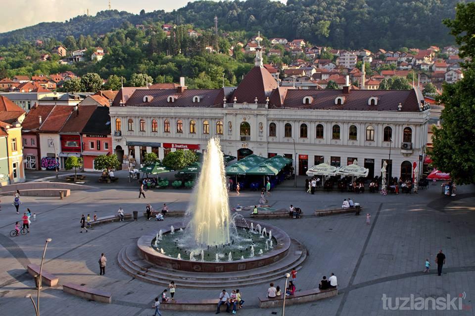Trg Slobode (Foto tratta da tuzlanski.ba)