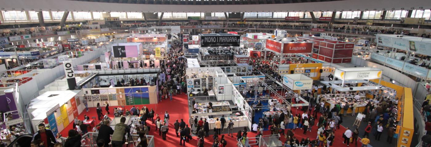 Fiera del libro di Belgrado: sparare con un libro